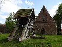 Kirche und Glockenstuhl